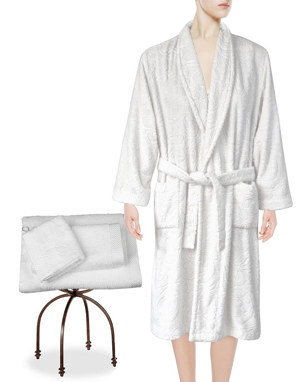 Lounge Bath Robe Slippers Guest Hand Towels Wash Mitt, Tubéreuse Amour Collection